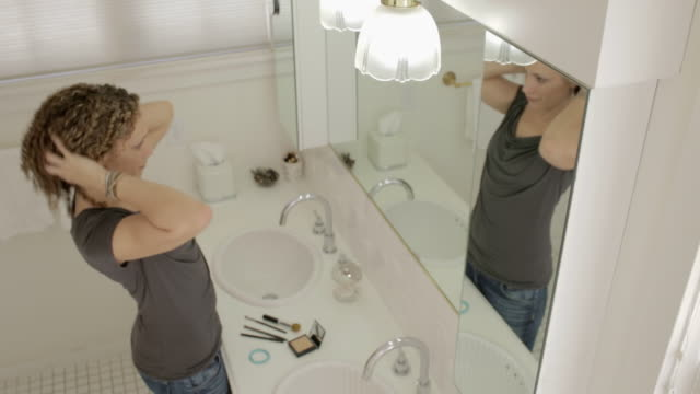 woman at home - domestic bathroom stock-videos und b-roll-filmmaterial