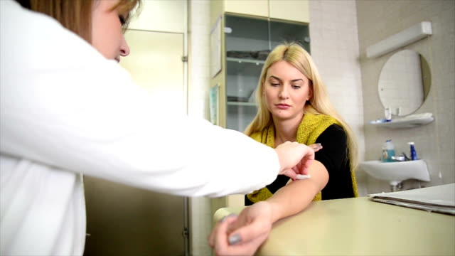 Frau im doctor's office