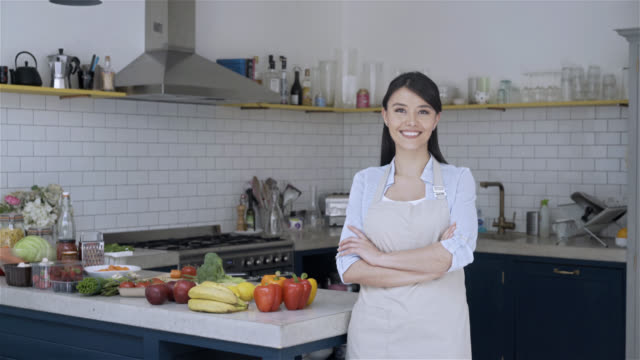 woman at the kitchen ready for a cooking lesson - home economics class stock videos & royalty-free footage