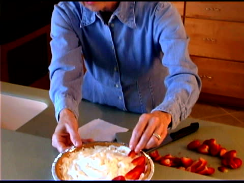 woman baking strawberry pie - only mature women stock videos & royalty-free footage