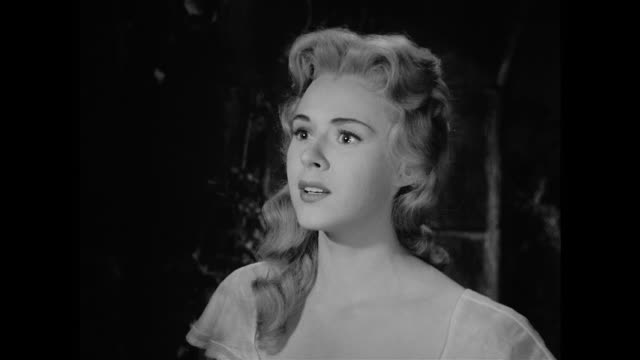woman (mala powers) begins to realize her true feelings for cyrano de bergerac (josé ferrer) when she recounts, with him, her recent conversation with a man - xvii° secolo video stock e b–roll