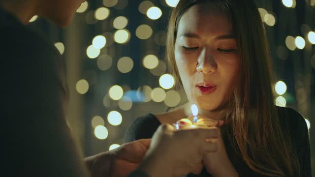 vídeos de stock e filmes b-roll de woman blowing a cake in celebrating birthday - só adultos