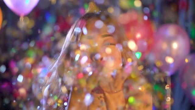 frau bläst konfetti in zeitlupe. - tänzerin stock-videos und b-roll-filmmaterial