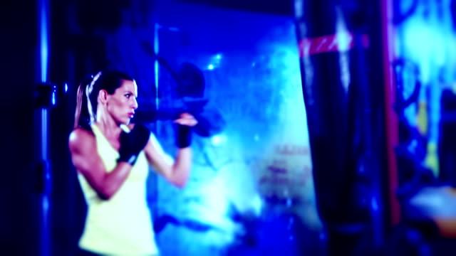vídeos y material grabado en eventos de stock de mujer boxeador - miembro humano