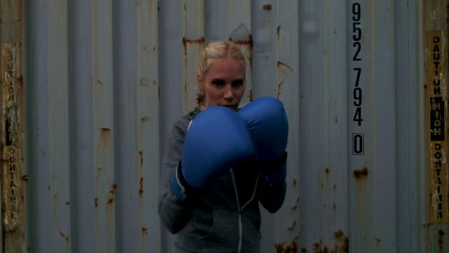 woman boxing - box container video stock e b–roll