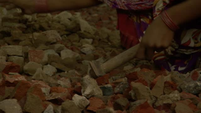 cu tu woman breaking rocks with hammer, agra, uttar pradesh, india - hammer stock videos & royalty-free footage