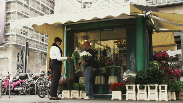 WS Woman buying flowers from florist / Milan, Italy