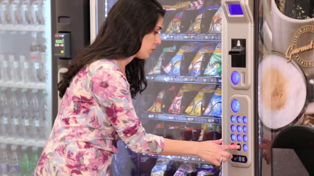 vidéos et rushes de ms td woman buying snack from vending machine in cafeteria / richmond, virginia, usa - machinerie