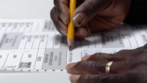cu, zi, woman checking box next to name on ballot, ypsilanti, michigan, usa - röst bildbanksvideor och videomaterial från bakom kulisserna
