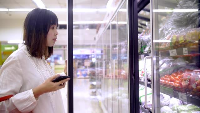 woman choose a tomato in minimarket - tomato stock videos & royalty-free footage