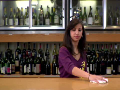 vídeos de stock, filmes e b-roll de ms, woman cleaning counter in liquor store, soho, new york city, new york, usa - só uma mulher de idade mediana