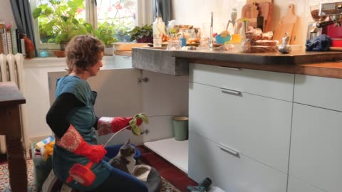 woman cleaning her tools after unclogging the drain of the kitchen sink - waschbecken stock-videos und b-roll-filmmaterial