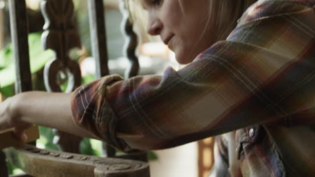 vidéos et rushes de cu td tu woman cleaning old chair at home / cedar hills, utah, usa - bricolage