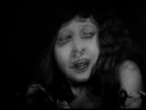 1926 b/w cu woman (charlotte stevens) crying and gasping for air / usa - 1926 bildbanksvideor och videomaterial från bakom kulisserna