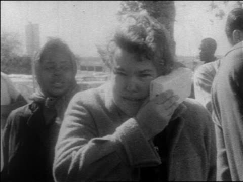 b/w 1963 woman crying outdoors after john kennedy's assassination / newsreel - attentat auf john f. kennedy stock-videos und b-roll-filmmaterial