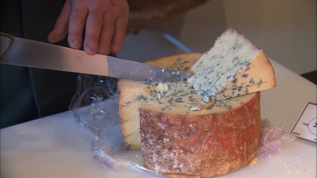 cu woman cutting blue cheese / beaune, burgundy, france - チーズ点の映像素材/bロール