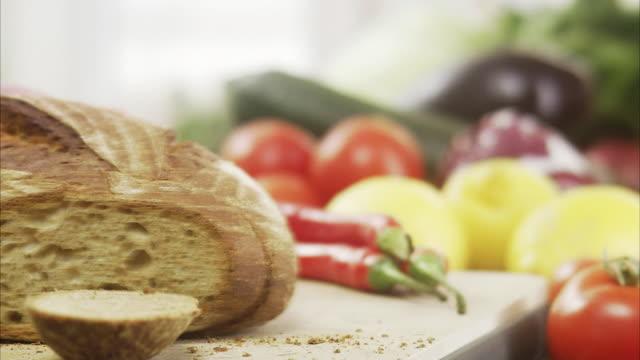 vídeos de stock, filmes e b-roll de woman cutting bread, sweden. - crocante