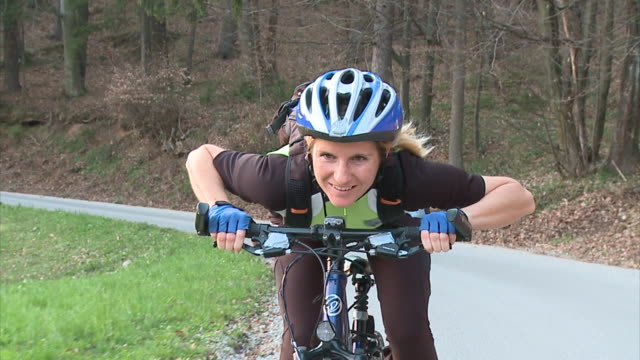 slo mo ms ds woman cycling in rural landscape, vrhnika, slovenia - vrhnika stock videos & royalty-free footage