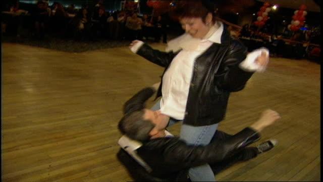 woman dancing over man on floor in nyc - 屋外遊具点の映像素材/bロール