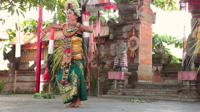 MS Woman dancing typical dance AUDIO / Bali, Indonesia