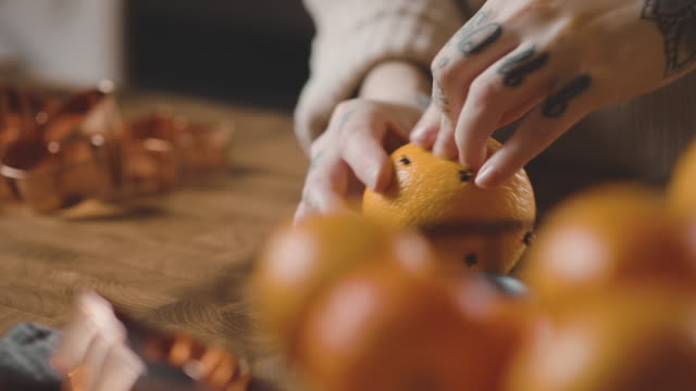 woman decorating oranges with cloves at christmas - orange colour stock videos & royalty-free footage