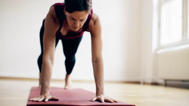 woman doing ashtanga yoga - aufblenden stock-videos und b-roll-filmmaterial