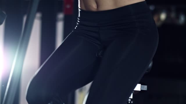 woman doing cardio training in the gym - body abbigliamento sportivo video stock e b–roll