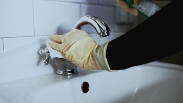vídeos y material grabado en eventos de stock de woman doing disinfection of water tap. - surface level