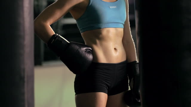 woman doing muay thai/kickboxing training at the gym. - slow motion - solo uomini giovani video stock e b–roll