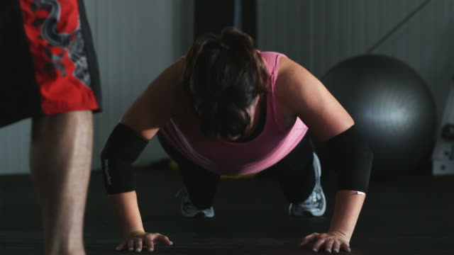 woman doing push ups in a gym - large stock videos & royalty-free footage