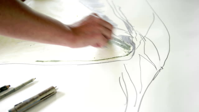 vídeos y material grabado en eventos de stock de woman drawing - dibujar