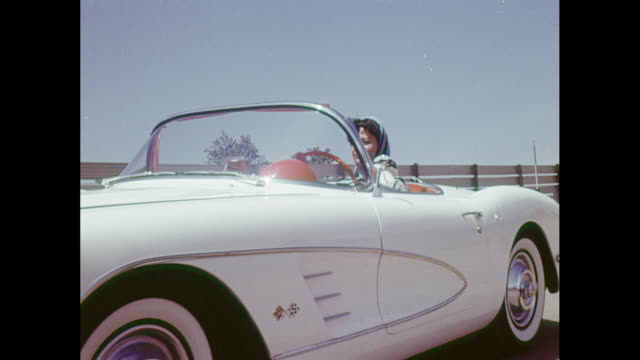 vídeos de stock e filmes b-roll de ms ts woman driving 1959 chevrolet corvette convertible on road / united states - 1950 1959