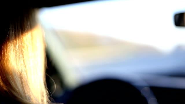 stockvideo's en b-roll-footage met vrouw autorijden - driverslag