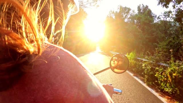 frau fährt ein motorrad in der dämmerung - motorroller stock-videos und b-roll-filmmaterial