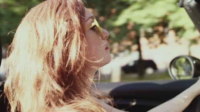 woman driving car - teil einer serie stock-videos und b-roll-filmmaterial