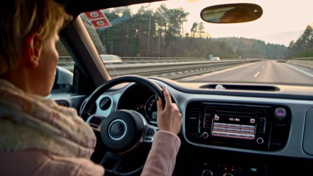 stockvideo's en b-roll-footage met vrouw rijden op een snelweg - over shoulder