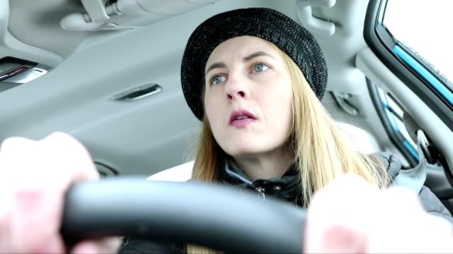 woman driving winding winter roads - 45 49 anni video stock e b–roll