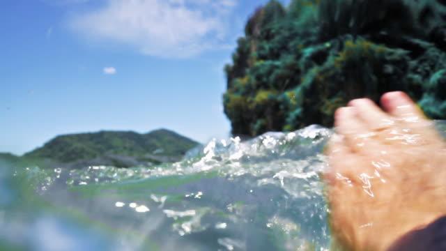 stockvideo's en b-roll-footage met vrouw verdrinking in water persoonlijke perspectief oogpunt - red sea