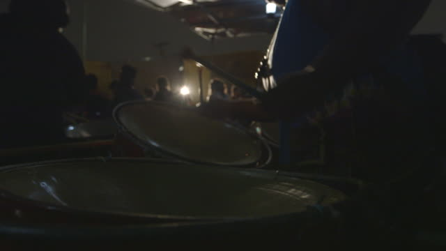 stockvideo's en b-roll-footage met woman drums during rehearsal with percussion band, close-up to medium shot - oefenen