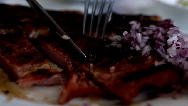 女性お食事 - テーブルマナー点の映像素材/bロール