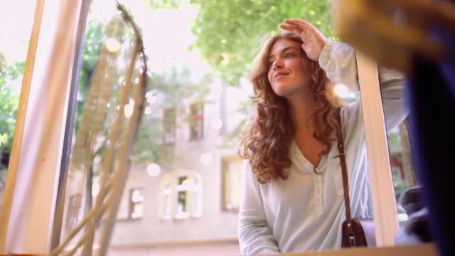 vídeos y material grabado en eventos de stock de woman enters a shop after looking through window - escaparate de tienda