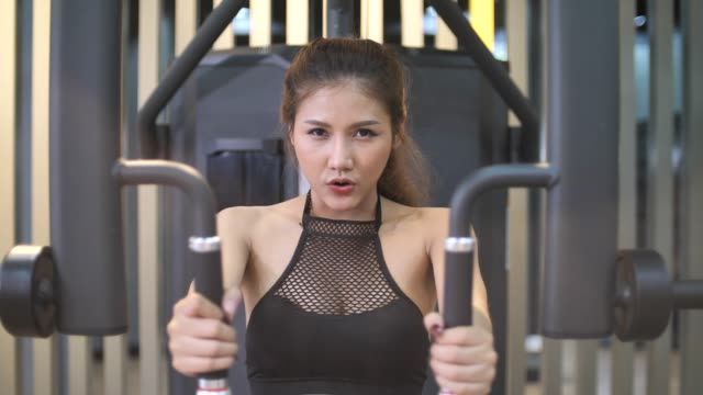 woman exercising in gym - durability stock videos & royalty-free footage
