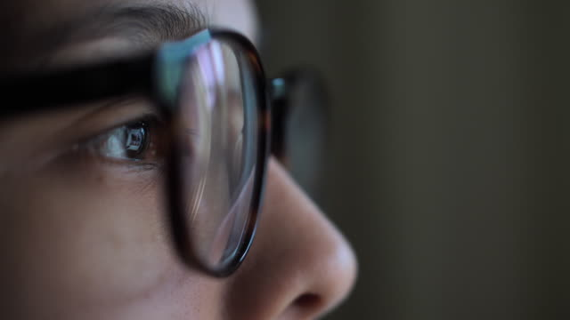 vídeos de stock e filmes b-roll de woman eye looking monitor, at night social media, surfing internet - correspondência