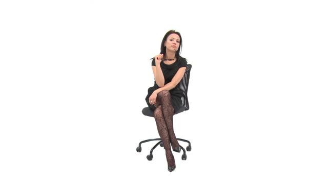 hd :女性がサーフボード - 胡坐点の映像素材/bロール