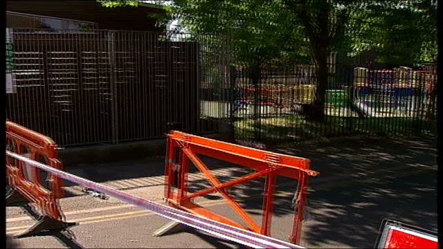 woman found murdered in walthamstow; england: london: walthamstow: queens road: ext police van and road closed sign near play area where a woman was... - road closed englisches verkehrsschild stock-videos und b-roll-filmmaterial