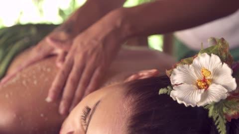 vídeos y material grabado en eventos de stock de a woman gets a massage at a spa in a hotel resort. - balneario spa