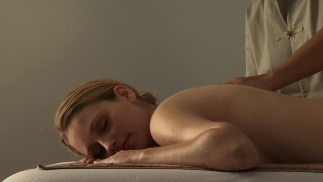 a woman getting a back massage - see other clips from this shoot 1144 stock videos & royalty-free footage