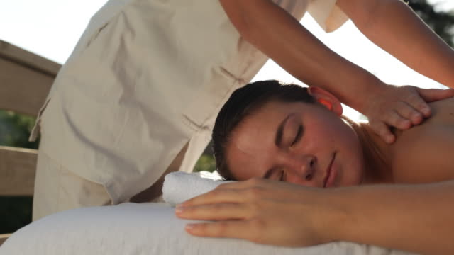vidéos et rushes de  ds woman getting a massage outdoors / stowe, vermont, united states - massage