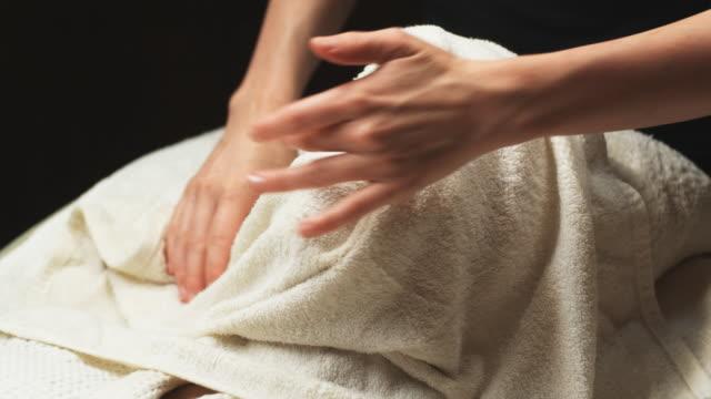 woman getting a spa treatment - オレム点の映像素材/bロール