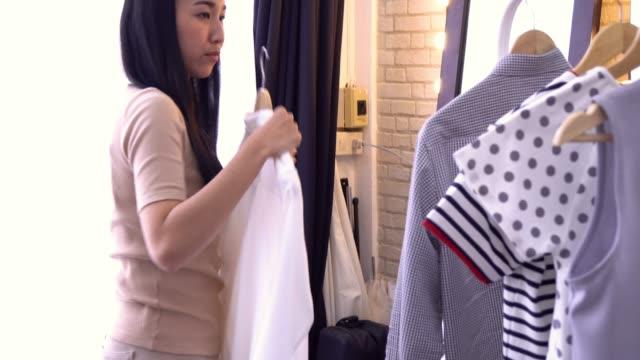 woman getting dressed at home - capo di vestiario video stock e b–roll